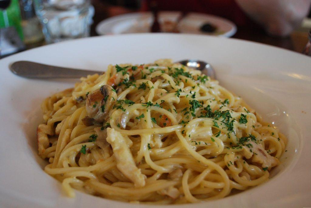 Pollo_funghi_spaghetti_-_Paesano_Restaurant